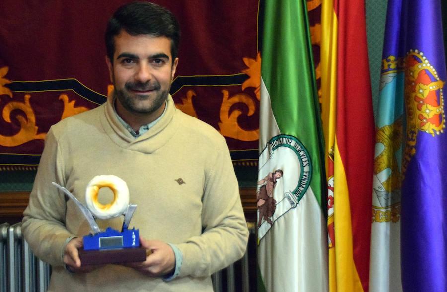 El Ayuntamiento lojeño premia a Alodam, la Sociedad de Pescadores y José Moya