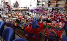 Escolares de Huétor Tájar confeccionan tronos cofrades con material reciclado y muñecos