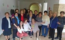 Los mayores de Montefrío entrenan su cuerpo y su memoria con dos talleres municipales