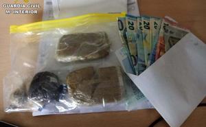 Dos detenidos en la A-92, en Loja, por transportar 286 gramos de hachís