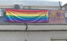 IU Salar denuncia un ataque homófobo a su sede local