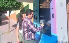 Loja incorpora tres tótems interactivos para ofrecer servicios e información