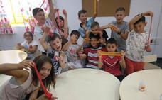 Los alumnos de la escuela de verano de Montefrío aprenderán sobre agricultura, radio o teatro en inglés