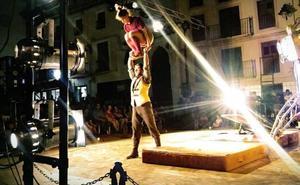 Clowns, magia y acrobacias en las calles lojeñas