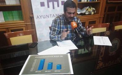 El alcalde lojeño defiende la rebaja del IBI de los últimos años y acusa al PSOE de «querer engañar»
