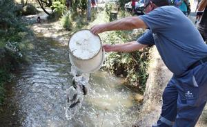 Cientos de personas festejan en Riofrío el regreso de la trucha