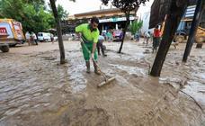 Los vecinos de Riofrío, manos a la obra tras la riada