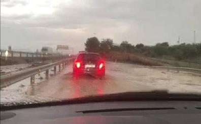 La tromba de agua inunda numerosas viviendas en Huétor Tájar