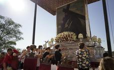 Más de 10.000 romeros acompañan a la centenaria imagen del Cristo del Paño