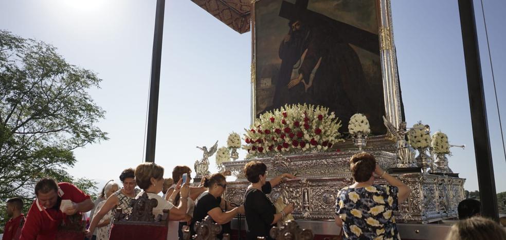 Más de 10.000 romeros acompañan a la centenaria imagen del Cristo del Paño 5265344d5f