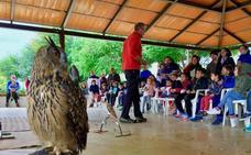 Más de 300 hueteños participan en una gymkhana popular y talleres medioambientales