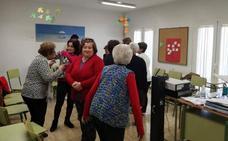 Montefrío organiza un taller de risoterapia para sus vecinas