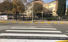 Los pasos de cebra de Montefrío se llenan de mensajes contra la violencia de género
