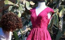 Un vestido hecho de 'rojo chumbera'