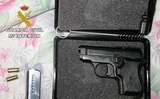 Dos investigados y 366 plantas de marihuana y un arma incautadas en una operación antidroga en Loja