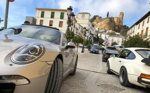 Medio centenar de Porches 'invaden' el centro de Montefrío