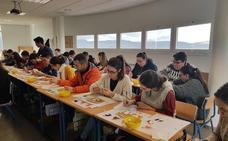 Alumnos hueteños aprenden los secretos del maridaje de quesos de cabra y mermeladas andaluzas