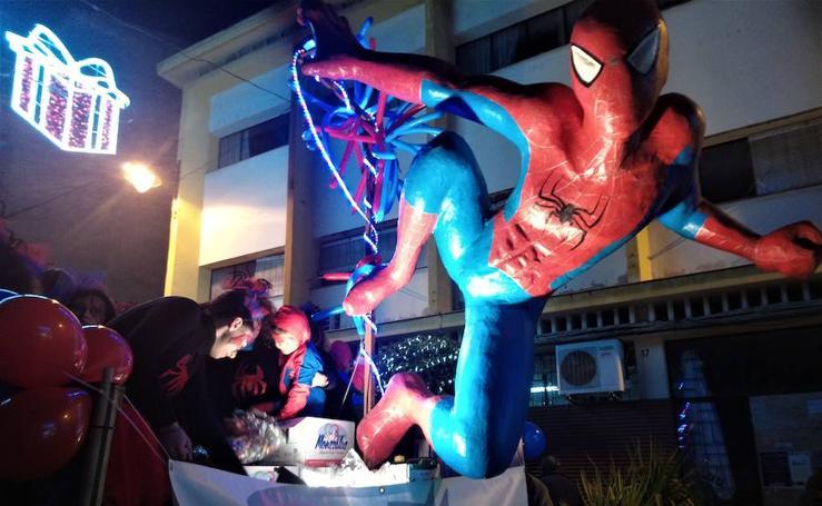 Los Reyes pasean su magia por las calles de Loja