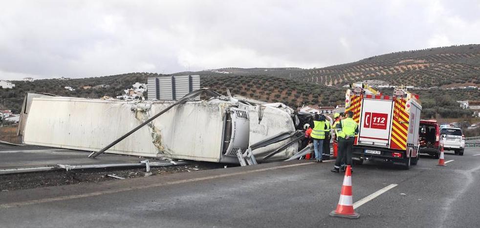 Un accidente a la altura de Riofrío deja cortados dos carriles de la A-92 durante doce horas