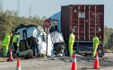 Mueren en un accidente de tráfico cuando regresaban de trabajar en el AVE de Loja