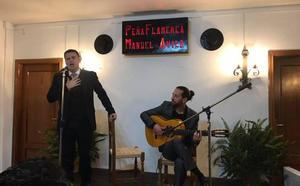 La Peña Flamenca de Montefrío estrena sede y hace socio de honor al cantaor Juan Pinilla