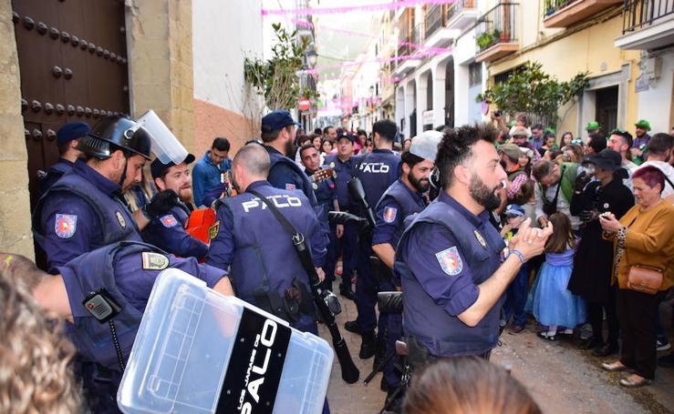 Loja despide el Carnaval con su Domingo Teoletero