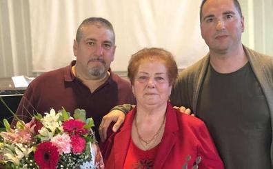 Montefrío homenajea a Gregoria Ortega, la primera vecina que obtuvo el carnet de conducir