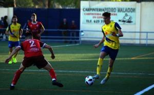 El Huétor Tájar rescata ante el Rincón un punto con un jugador menos