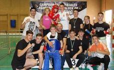Doce hueteños obtienen medalla en el Campeonato Andaluz de KickBoxing