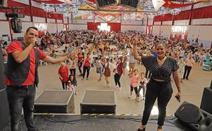 La paella gigante de San Isidro recauda 3.400 euros para los vecinos en riesgo de exclusión