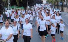 Más de 7.700 personas tiñen de blanco las calles lojeñas