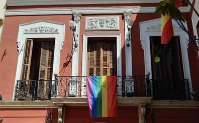 La bandera arcoíris «viste» por primera vez de diversidad sexual el Ayuntamiento de Loja