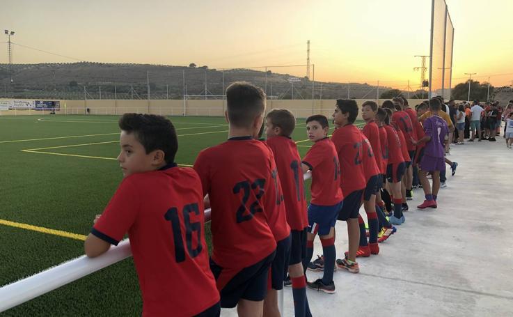 Los moraleños estrenan su primer campo de fútbol