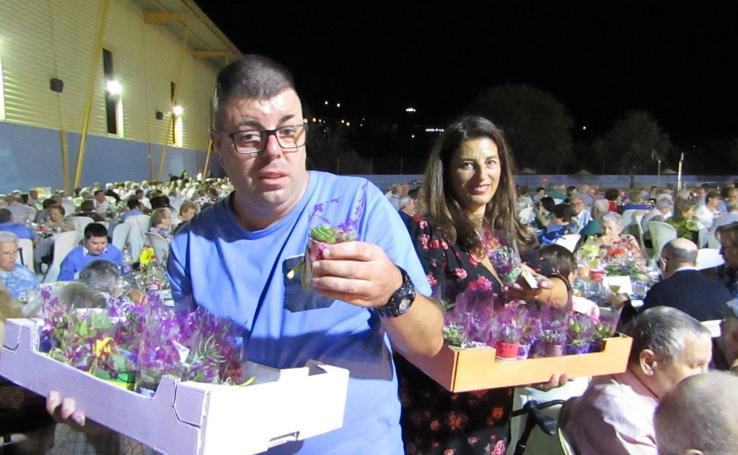 Más de 1.300 mayores lojeños vuelven a compartir un año más su cena-homenaje