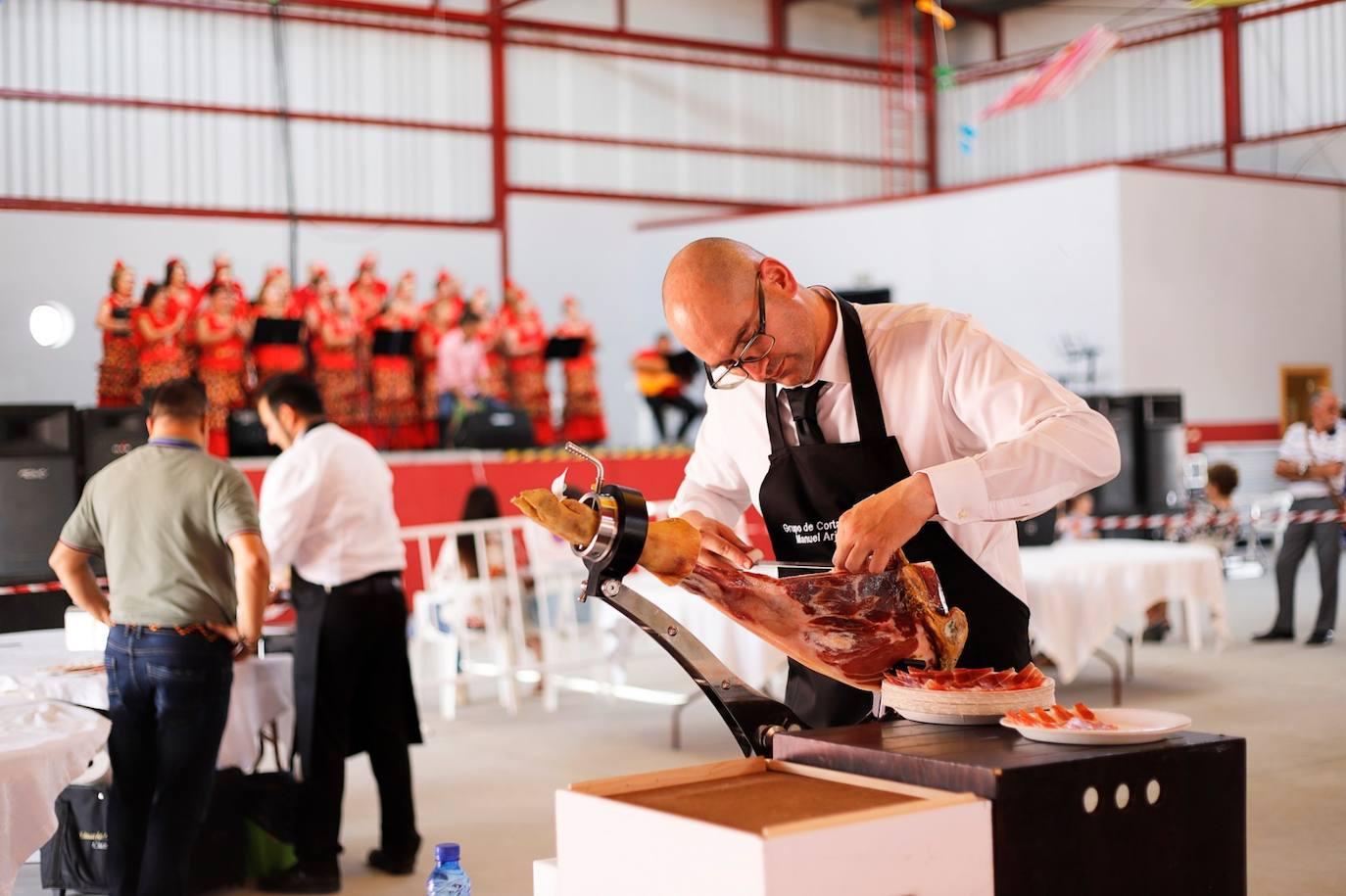 Los mejores cortadores de jamón de España participan en un concurso en Huétor Tájar