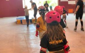 Echa a andar 'Tribu Roller', la escuela municipal de patinaje de Huétor Tájar