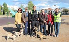 La Unidad Canina de Maracena se exhibe ante sus vecinos