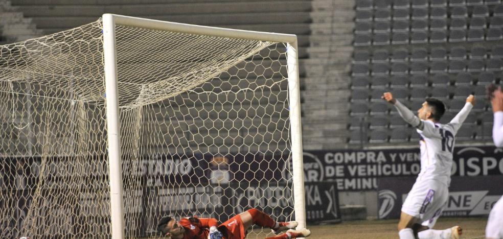 El Real Jaén también sabe ganar sufriendo para mantener el pulso