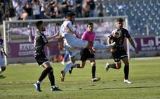 Aybar y Del Barco hunden a un Real Jaén que mantiene su colchón