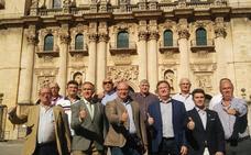 El alcalde anima a los jienenses a que apoyen al Real Jaén en su ascenso a Segunda B