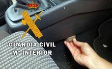 Dos detenidos en la A-7 cuando transportaban en su coche 15.800 euros y 100 gramos de hachís
