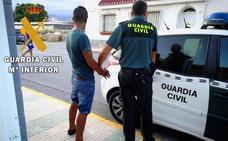 Detenido un joven acusado de robar un móvil tras rociar con spray en los ojos a su víctima