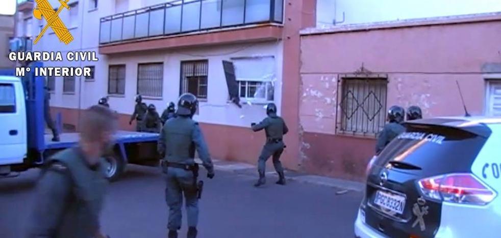 Dos detenidos y un punto de venta desmantelado en Roquetas del Mar