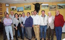 José Juan Rubí mantuvo un encuentro con la Peña Taurina de Roquetas de Mar