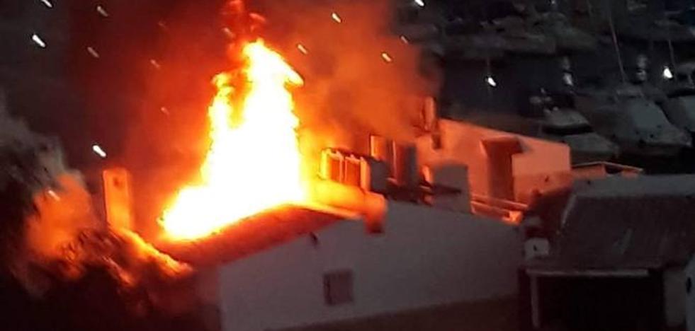 Extinguido el fuego en el Puerto de Aguadulce