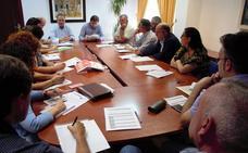 Ayuntamiento y agentes económicos y sociales preparan un plan de inserción laboral