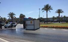 Vuelca un camión en la rotonda de Gran Plaza