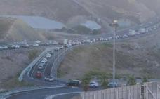 Primeros atascos en la A7 a su paso por Aguadulce tras el corte de El Cañarete