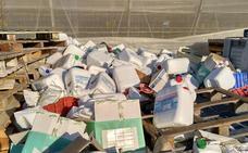 IU acusa a Amat de «mirar para otro lado» ante el problema de los envases de fitosanitarios