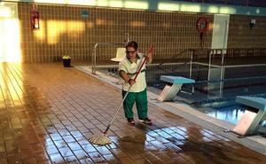 Verdiblanca renueva el contrato de limpieza de 21 espacios municipales